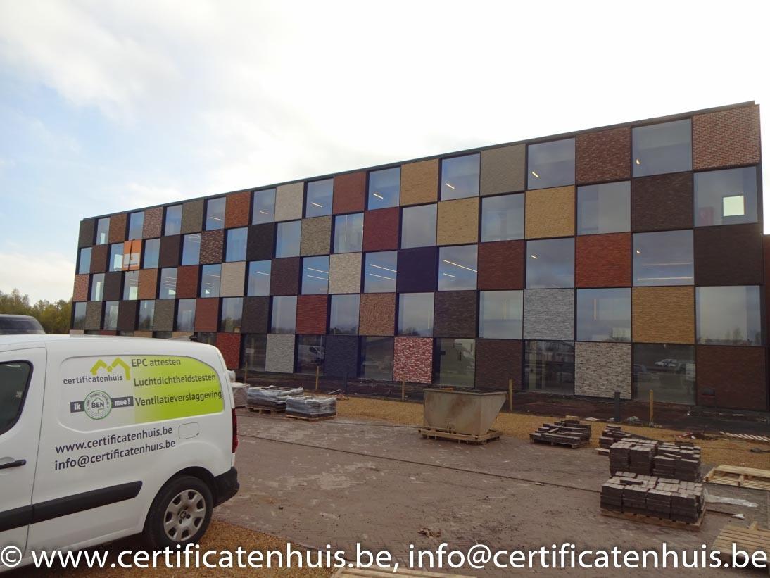 Blowerdoortest-groot-gebouw-showroom